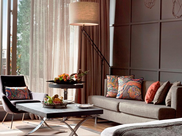 Sự thật là bạn không nên ngồi lên ghế sofa hay ghế da trong phòng khách sạn, dù chúng có thoải mái đến đâu - Ảnh 2.