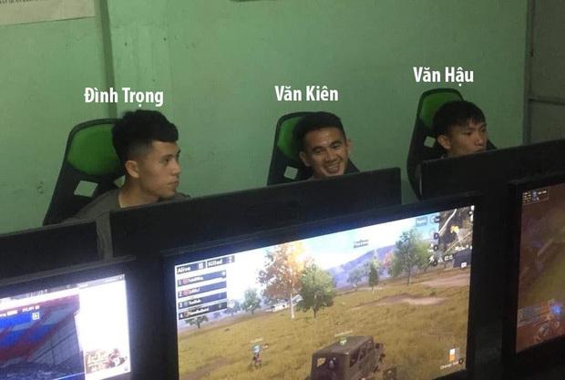Cầu thủ U23 Việt Nam, không chỉ đá bóng hay mà còn rất chăm ra quán net quẩy tí game cực đỉnh - Ảnh 1.