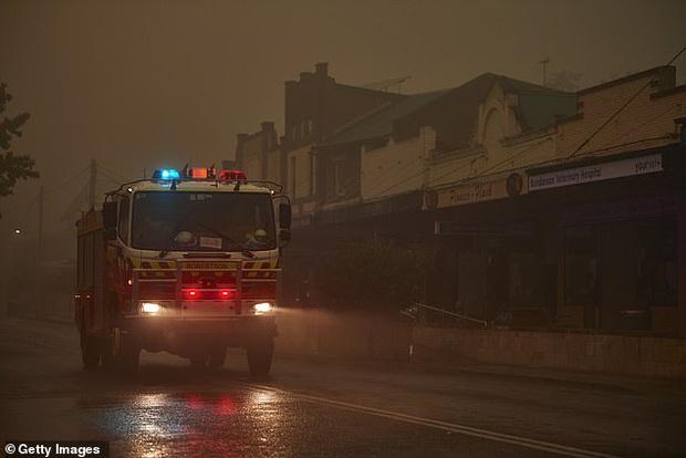 Ơn trời mưa rồi! Trận mưa lớn cứu tinh cho đại thảm họa đã xuất hiện, nhiệt độ giảm làm dịu cơn bão lửa tại Úc - Ảnh 4.