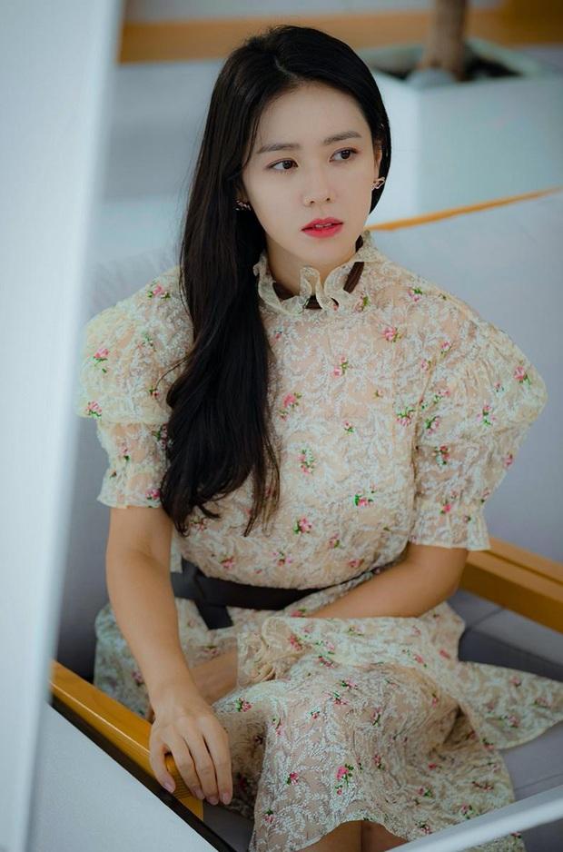 Chị đẹp Son Ye Jin U40 vẫn trẻ như gái 18 nhờ loạt kiểu tóc nữ tính tuyệt xinh trong Crash Landing On You - Ảnh 7.