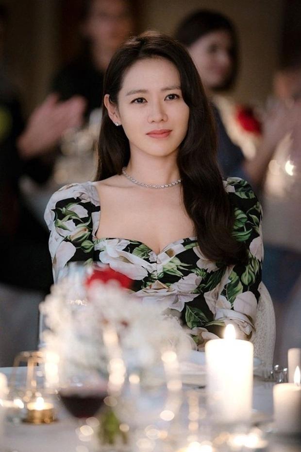 Chị đẹp Son Ye Jin U40 vẫn trẻ như gái 18 nhờ loạt kiểu tóc nữ tính tuyệt xinh trong Crash Landing On You - Ảnh 8.