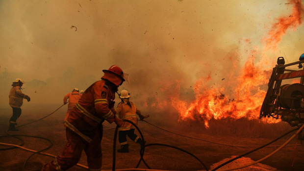 Lý giải trực quan về đám cháy khủng khiếp tại Úc: nhiệt lượng từ đâu, tại sao cháy rừng lại gây bão sét, người ta có chạy thoát được ngọn lửa không? - Ảnh 8.