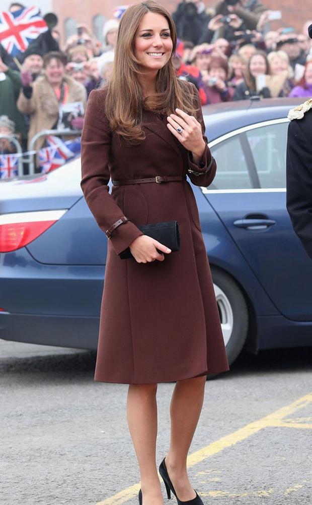Biết là Công nương Kate mặc đẹp nhưng đến độ chất như fashionista thế này thì mới đáng trầm trồ - Ảnh 9.