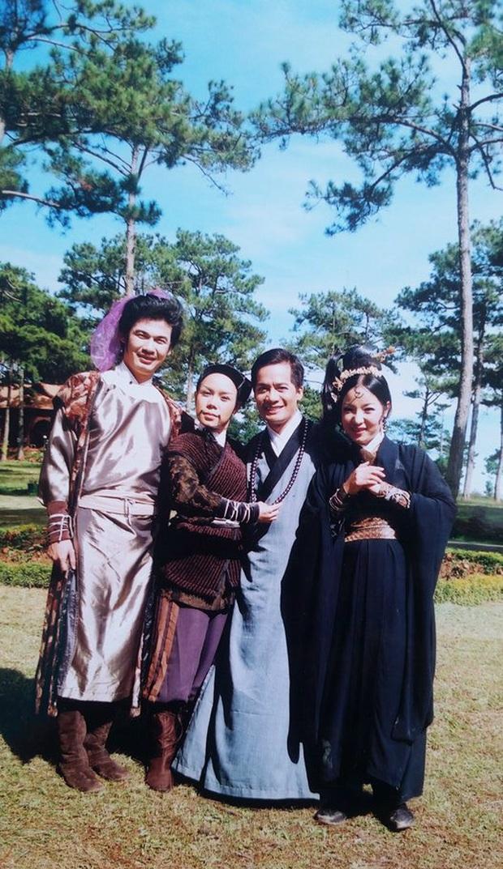 Việt Hương tiết lộ quá khứ từng hát vũ trường khi mới 15 tuổi - Ảnh 6.