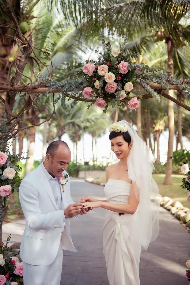 Xuân Lan khoe nhẫn cưới sau 1 tuần tổ chức hôn lễ: Được thiết kế đặc biệt, lấp đầy kim cương giá trị không nhỏ - Ảnh 2.