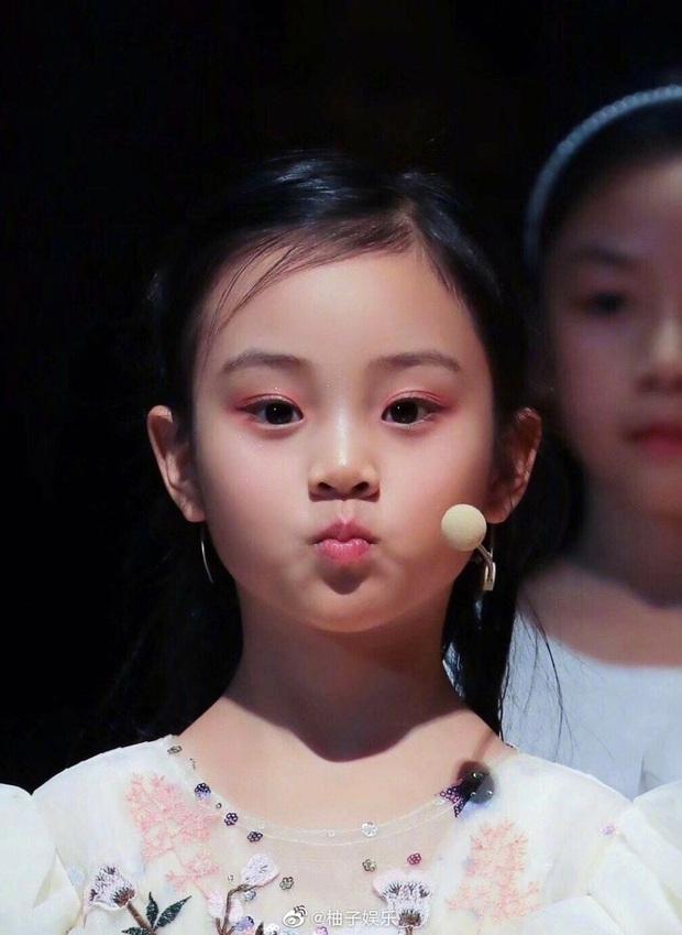Điềm Hinh mới chỉ 7 tuổi nhưng đã gây sốt Weibo: Càng lớn càng giống Giả Nãi Lượng, dự đoán trở thành mỹ nhân tương lai - Ảnh 8.