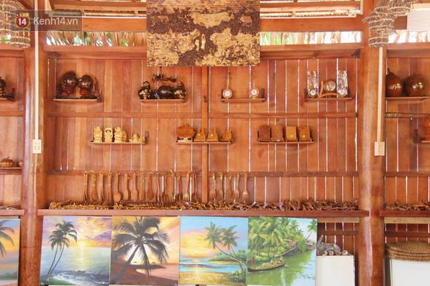 Căn nhà gần 6 tỷ đồng được làm từ 4.000 cây dừa của lão nông 80 tuổi gây ngỡ ngàng người dân miền Tây - Ảnh 9.