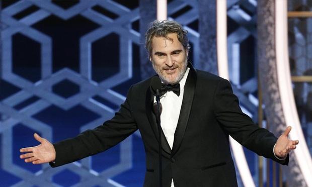 Vừa khóc nấc vì ẵm Quả Cầu Vàng nhưng gã hề Joaquin Phoenix phát cáu vì bị hỏi về Joker? - Ảnh 3.