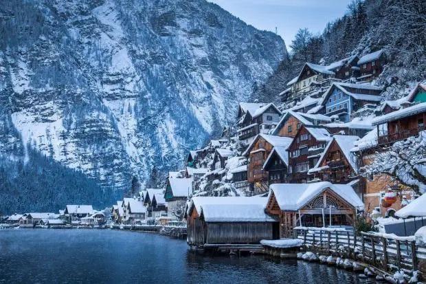 """Được biết đến là từng xuất hiện trong phim """"Frozen"""", thị trấn cổ nổi tiếng nước Áo đang bị huỷ hoại từng ngày với lượng khách… gấp 6 lần Venice - Ảnh 6."""