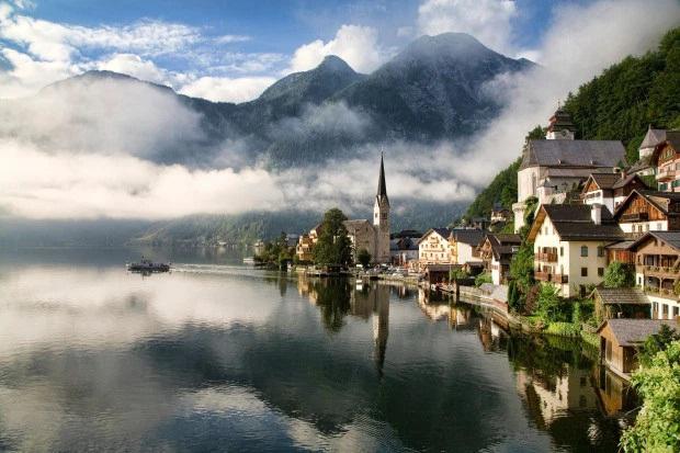 """Được biết đến là từng xuất hiện trong phim """"Frozen"""", thị trấn cổ nổi tiếng nước Áo đang bị huỷ hoại từng ngày với lượng khách… gấp 6 lần Venice - Ảnh 4."""