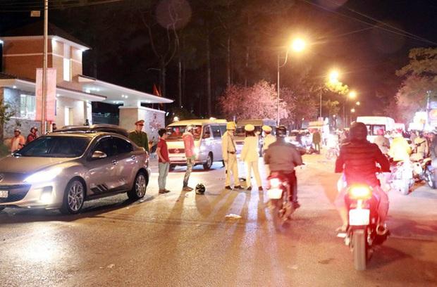 Tại nạn liên hoàn ở Đà Lạt, hai người ngã văng ra đường tử vong - Ảnh 2.