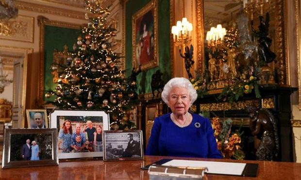 Vợ chồng Meghan Markle dính nghi án sắp bị loại khỏi gia đình Hoàng gia Anh bởi một loạt chi tiết bất thường - Ảnh 3.