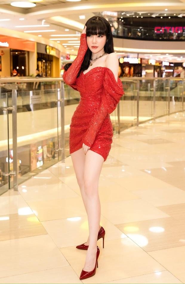 Khó nhận ra Hồng Diễm khi lên đồ sexy đi đu đưa, chẳng ngại đọ dáng nóng bỏng với eo 55cm của Elly Trần - Ảnh 4.