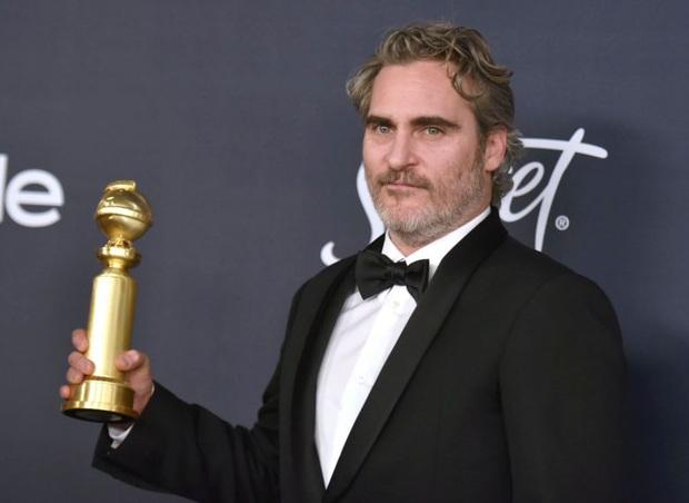 Vừa khóc nấc vì ẵm Quả Cầu Vàng nhưng gã hề Joaquin Phoenix phát cáu vì bị hỏi về Joker? - Ảnh 2.
