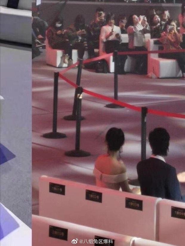 Khẩu chiến nảy lửa: Dương Tử chiêu trò cố tình ngồi cạnh Tiêu Chiến, fandom 2 bên tranh cãi kịch liệt? - Ảnh 9.
