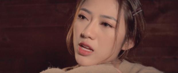 Tiểu tam Hoàng Thu Trang trong Sống Chung Với Mẹ Chồng tung MV debut, cạo đầu ngay sản phẩm chào sân Vpop! - Ảnh 3.