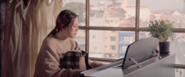 Tiểu tam Hoàng Thu Trang trong Sống Chung Với Mẹ Chồng tung MV debut, cạo đầu ngay sản phẩm chào sân Vpop! - Ảnh 8.