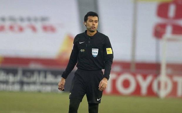 Ngay trận ra quân, thầy trò HLV Park Hang-seo đã dính combo 3 hung thần trọng tài từng gây ám ảnh bóng đá Việt Nam - Ảnh 2.
