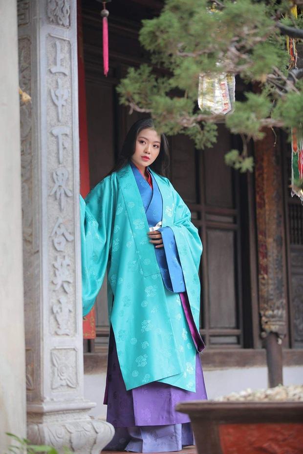 Fan quốc tế tố Canh Ba đạo tạo hình Bạch Liên từ nhân vật Đài Loan, sự thật lại lấy cảm hứng từ cổ phục Việt Nam? - Ảnh 6.
