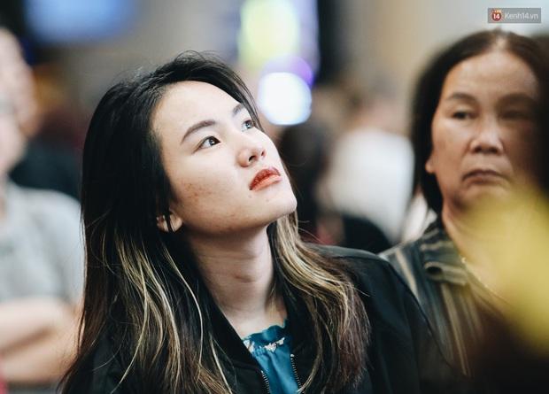 Ảnh: Sân bay Tân Sơn Nhất chật kín người dân đón Việt kiều về quê ăn Tết Canh Tý 2020, trẻ em và người lớn ngủ vật vờ dưới sàn - Ảnh 15.