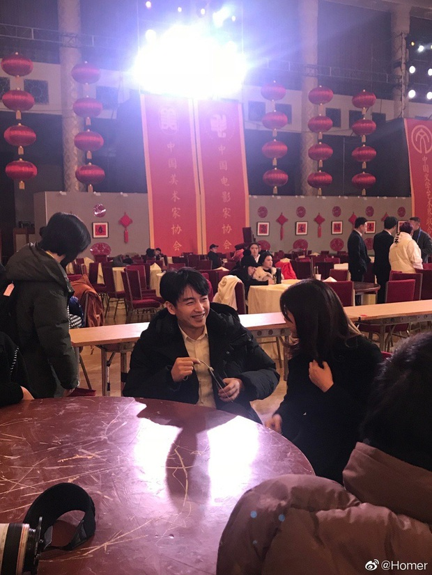 Loạt ảnh vô tình được chụp tiết lộ cuộc sống vợ chồng Trần Nghiên Hy sau nghi vấn Trần Hiểu vẫn yêu Triệu Lệ Dĩnh say đắm - Ảnh 1.