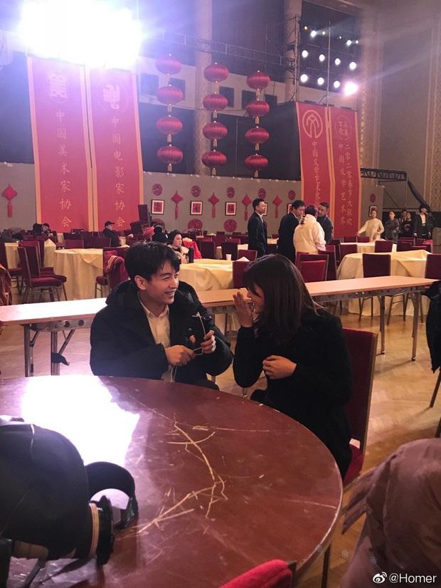 Loạt ảnh vô tình được chụp tiết lộ cuộc sống vợ chồng Trần Nghiên Hy sau nghi vấn Trần Hiểu vẫn yêu Triệu Lệ Dĩnh say đắm - Ảnh 2.
