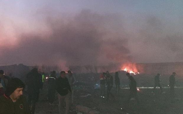 Rơi máy bay Boeing 737 ở Tehran: Toàn bộ hành khách tử nạn, phần lớn là công dân Iran - Ảnh 1.