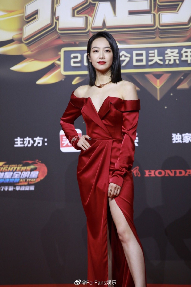 Thảm đỏ Toutiao Awards: Địch Lệ Nhiệt Ba đã gợi cảm, Âu Dương Na Na - Quan Hiểu Đồng còn chặt chém gấp bội  - Ảnh 6.