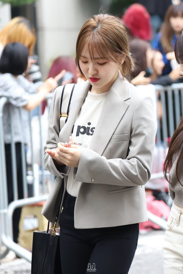 Mấy nàng Red Velvet diện blazer theo 11 cách cực trẻ và chất, bạn không tham khảo thì Tết này thiệt mất mấy phần sành điệu - Ảnh 11.