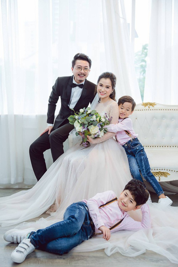 4 nghệ sĩ hài khiến cả Vbiz ghen tị vì hôn nhân như mơ: Cặp từng bị chỉ trích thậm tệ, cặp mất nửa thập kỷ mới nên duyên! - Ảnh 16.
