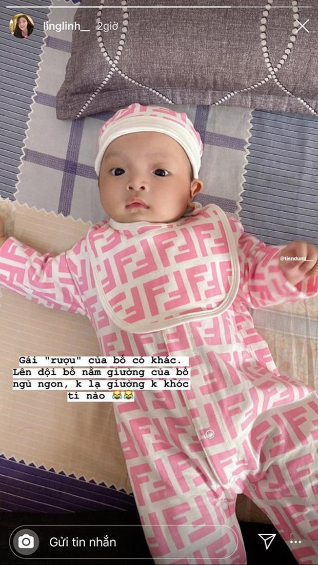 Rich kid mới nổi của làng túc cầu gọi tên con gái Bùi Tiến Dũng: Mới 2 tháng tuổi đã được diện hàng hiệu từ đầu tới chân - Ảnh 2.