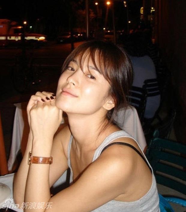 Vẫn biết Song Hye Kyo sở hữu visual đẳng cấp nhất nhì xứ Hàn nhưng cận cảnh làn da của mỹ nhân mới thực sự gây choáng - Ảnh 2.