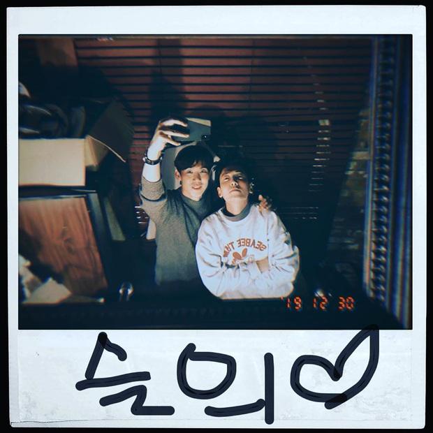 Hiếm cặp đôi nào được như Sooyoung và tài tử Jung Kyung Ho: 8 năm vẫn quá ngọt, còn công khai chọc nhau thế này! - Ảnh 1.
