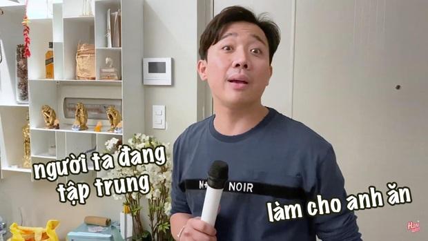 Trấn Thành hát như tra tấn lỗ tai làm Hari Won phải buông lời cà khịa, tiện thể tặng vài cái bạt tai như thế này đây! - Ảnh 4.