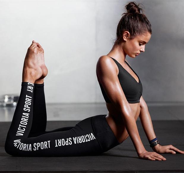 Hot Yoga chính là bộ môn được bạn gái cậu ấm Brooklyn Beckham mê mẩn trong công cuộc giữ gìn vóc dáng - Ảnh 5.