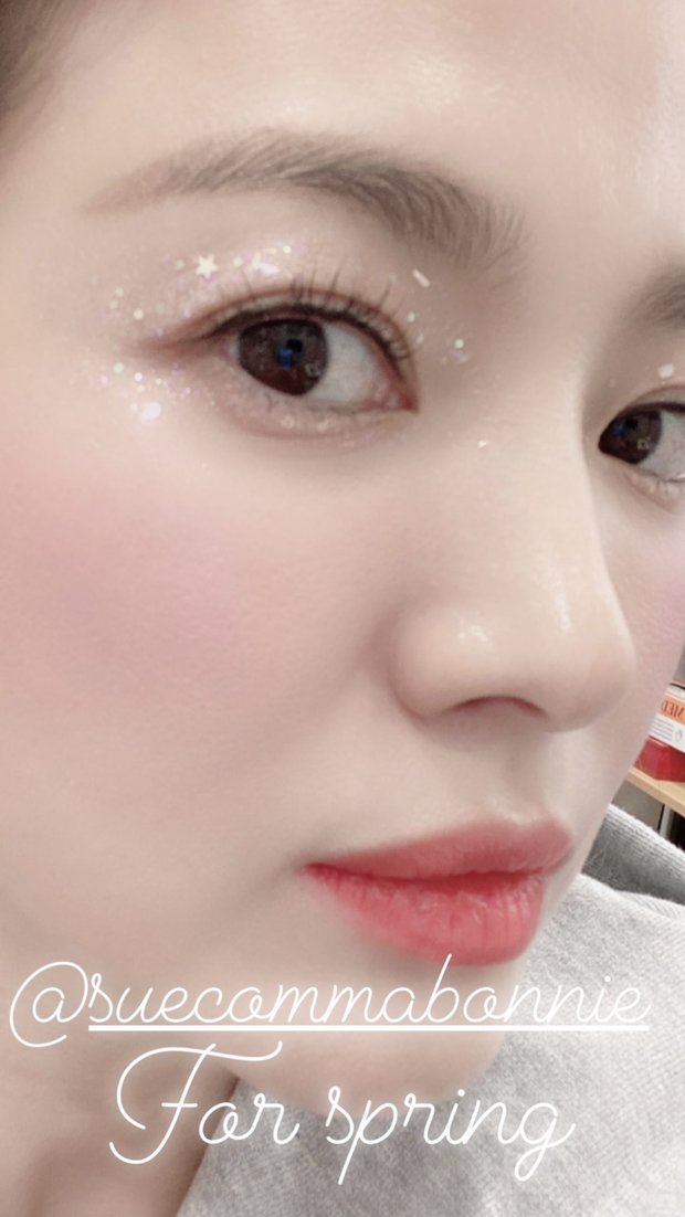 Song Hye Kyo makes women jealous with incredibly close-up images of skin.