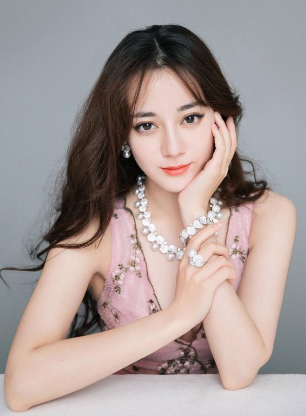 Top mỹ nhân Cbiz được yêu thích nhất Thái Lan: Nhiệt Ba - Dương Mịch tranh nhau No.1, vị trí Angela Baby gây bất ngờ - Ảnh 2.