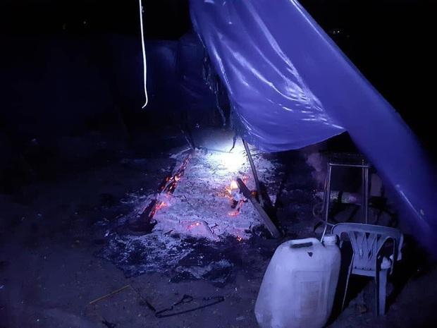 Hiệp sĩ ở làng Đại học TP.HCM bị 10 thanh niên rượt chém, đốt xe, đốt luôn cả chỗ ở - Ảnh 3.