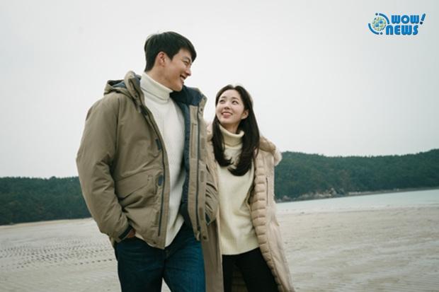 Krystal vướng tình tay ba với trai đẹp Jang Ki Yong, vừa tái xuất phim điện ảnh đã thành tiểu tam công sở? - Ảnh 2.
