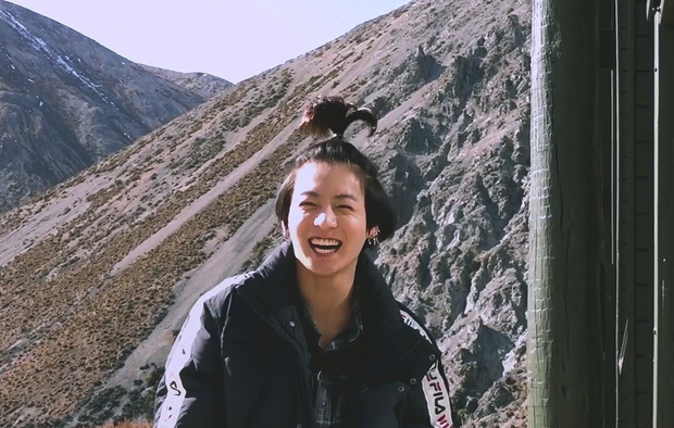 Jungkook (BTS) lại đáng yêu quá đáng khi cột tóc rồi tự nhận giống... cô bé hoạt hình Pucca - Ảnh 1.