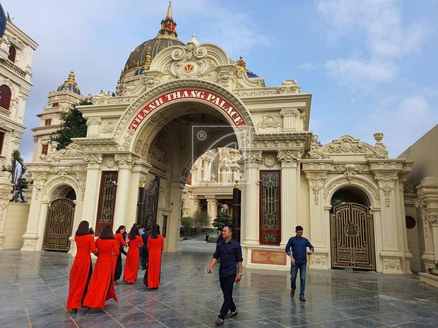 Cận cảnh bên trong tòa lâu đài dát vàng nghìn tỷ của đại gia Ninh Bình - Ảnh 4.