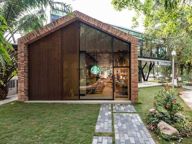 Dân tình trầm trồ với khung cảnh xanh mướt, xịn mịn của tiệm Starbucks mới ở Hưng Yên, rủ nhau đến check in rầm rộ - Ảnh 3.