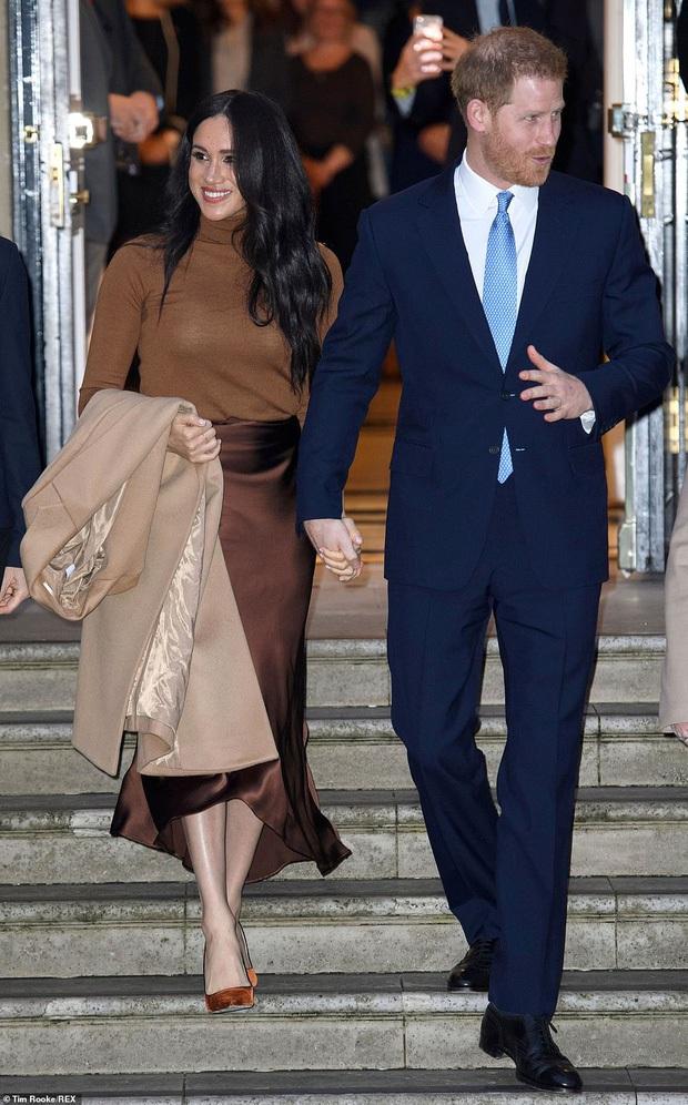 Hoàng tử Harry lặp lại lịch sử sau 83 năm: Kết hôn với phụ nữ Mỹ từng ly dị và rời khỏi gia đình hoàng gia Anh hệt như vua Edward VIII - Ảnh 3.
