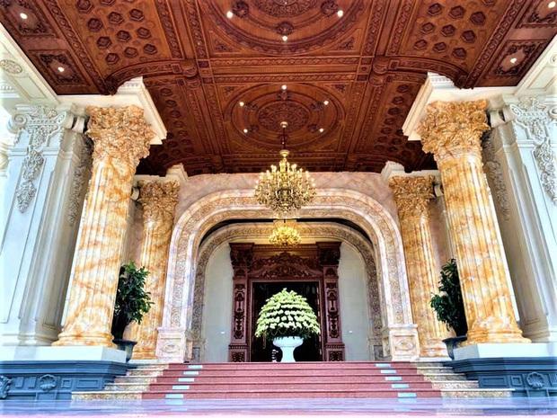 Cận cảnh bên trong tòa lâu đài dát vàng nghìn tỷ của đại gia Ninh Bình - Ảnh 6.