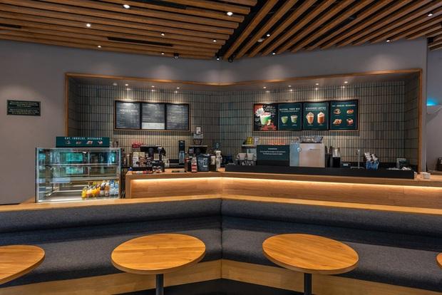 Dân tình trầm trồ với khung cảnh xanh mướt, xịn mịn của tiệm Starbucks mới ở Hưng Yên, rủ nhau đến check in rầm rộ - Ảnh 5.