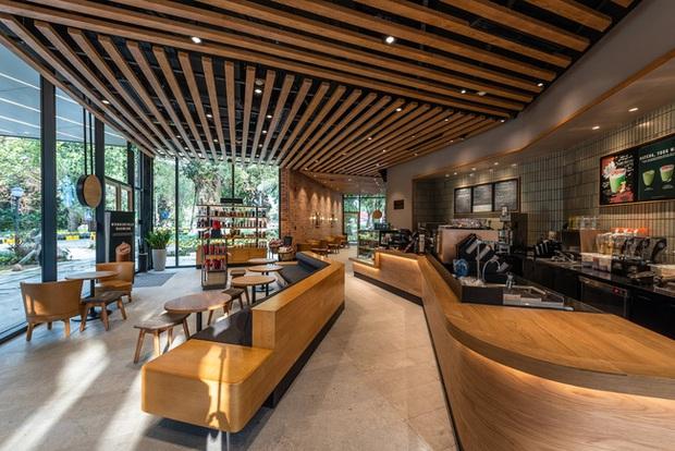 Dân tình trầm trồ với khung cảnh xanh mướt, xịn mịn của tiệm Starbucks mới ở Hưng Yên, rủ nhau đến check in rầm rộ - Ảnh 6.