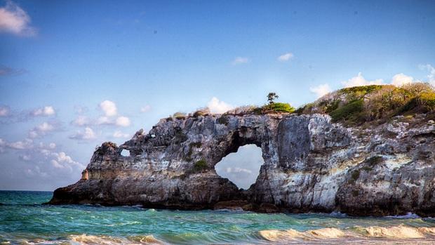 Cửa sổ của Caribe Punta Ventana bị phá hủy bởi trận động đất mạnh 5,8 độ richter khiến ai nấy đều bàng hoàng tiếc nuối - Ảnh 4.