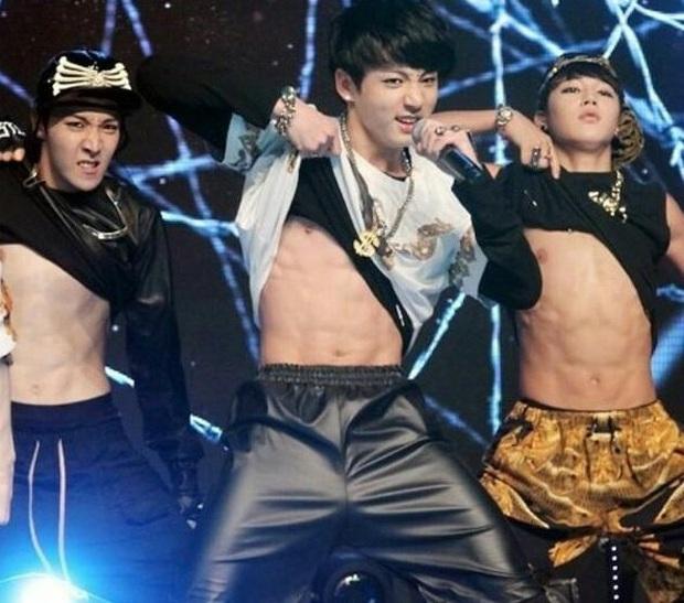Body em út vàng Jungkook (BTS) đỉnh đến mức nào mà gây náo loạn từ sân khấu xứ Hàn, Billboard đến sóng truyền hình Mỹ? - Ảnh 14.