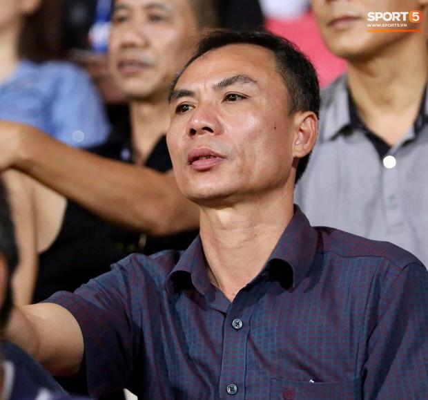 Lâu lâu Huỳnh Anh mới lại ra sân cổ vũ Quang Hải, nhan sắc rạng rỡ gây thương nhớ - Ảnh 8.