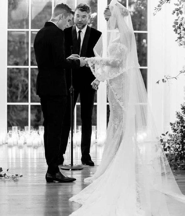 Justin Bieber kỷ niệm 1 năm tổ chức hôn lễ với Hailey Baldwin, tâm sự mùi mẫn và ảnh hiếm tình bể bình được chia sẻ - Ảnh 4.